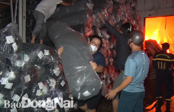 Cháy lớn kho vải ở Đồng nai trong dịch covid